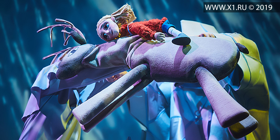 «Снежная королева» (полная версия) Волшебная зимняя сказка 6+ Продолжительность: 1 час 10 минут Перед спектаклем в фойе театра для зрителей проводится игровая новогодняя программа. Постановочная группа: Режиссер: Вера Каратаева (г. Санкт-Петербург)