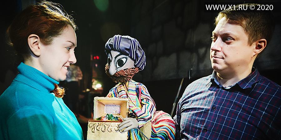 «Волшебная лампа Аладдина». Восточная сказка в 2-х действиях. 0+. Закулисье. КРАТКАЯ ВЕРСИЯ 32 ФОТО Постановочная группа: режиссер: заслуженная артистка РФ Ольга Гущина художник: Александра Павлова композитор: Владимир Натанзон видеоэффекты: Тихон Шутов Мы рекомендуем спектакль для зрителей старше 5 лет. НОТЕК. Новосибирский областной театр кукол 21 марта 2020 г. Новосибирск, Сибирь, Россия